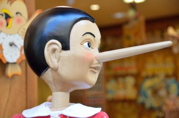 虚言癖の人間に共通する7つの外的原因と内的原因