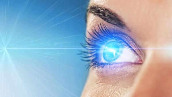 眼力を意識して交渉上手に!力強い目を作る術