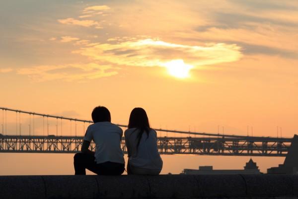 同僚と恋愛関係になれるかどうかの7つの占い