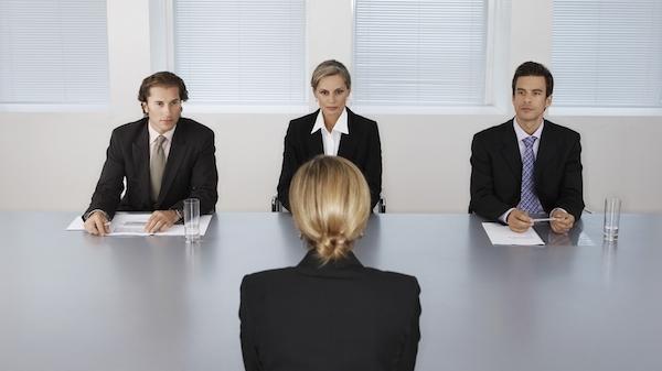 就職の面接で成功し、内定を勝ち取るために必要なこと