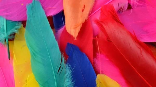 【色彩心理学】効果的な服装選びのコツをシーン別に伝授!