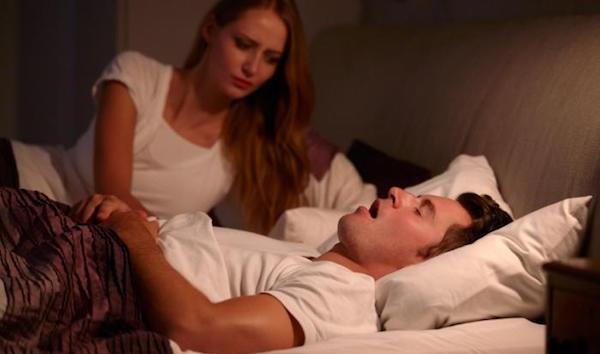 睡眠時無呼吸症候群の症状とその治療法!